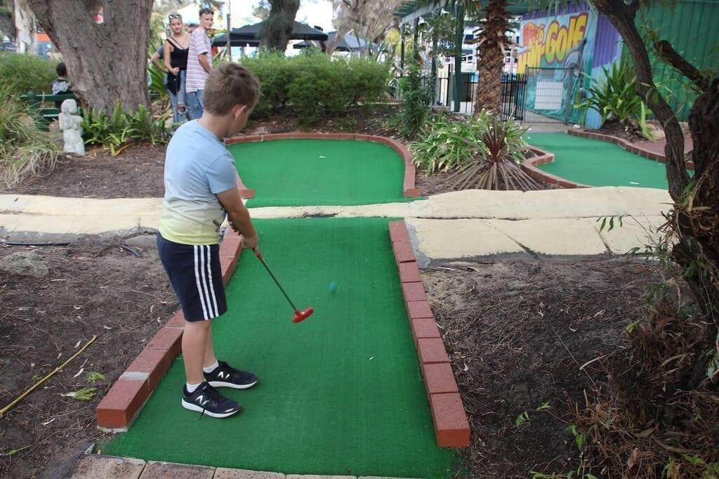 mini golf perth