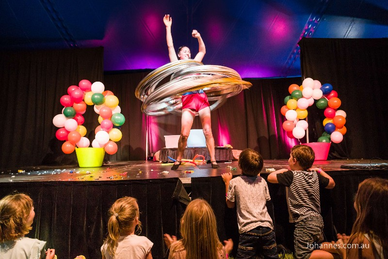 Winter-Fest-Theatre-Balloonies
